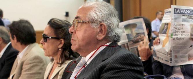 El doctor Carlos Morín y su esposa durante el juicio
