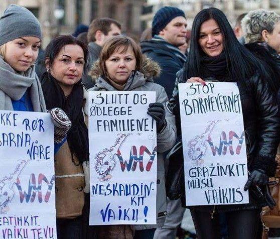 Manifestantes lituanos protestan en Oslo contra el secuestros de niños de la Barnevernet noruega