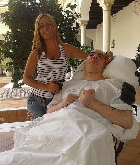 Benjamín Martín, de 35 años, casado y con dos hijos, entró en coma tras un accidente de moto en 2011. / SUR