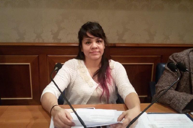 Elisa ha comparecido en el Senado italiano para advertir de las nefastas consecuencias de la subrogación. Contó su experiencia personal, cómo fue manipulada y el trauma que vivió al perder a la hija que crió en su interior.