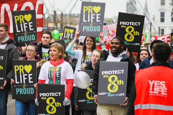 Activistas provida durante la campaña electoral de Irlanda /Life Institute