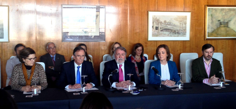 Jaime Mayor Oreja y representantes de las entidades de One of Us durante la rueda de prensa (foto por gentileza One of Us)