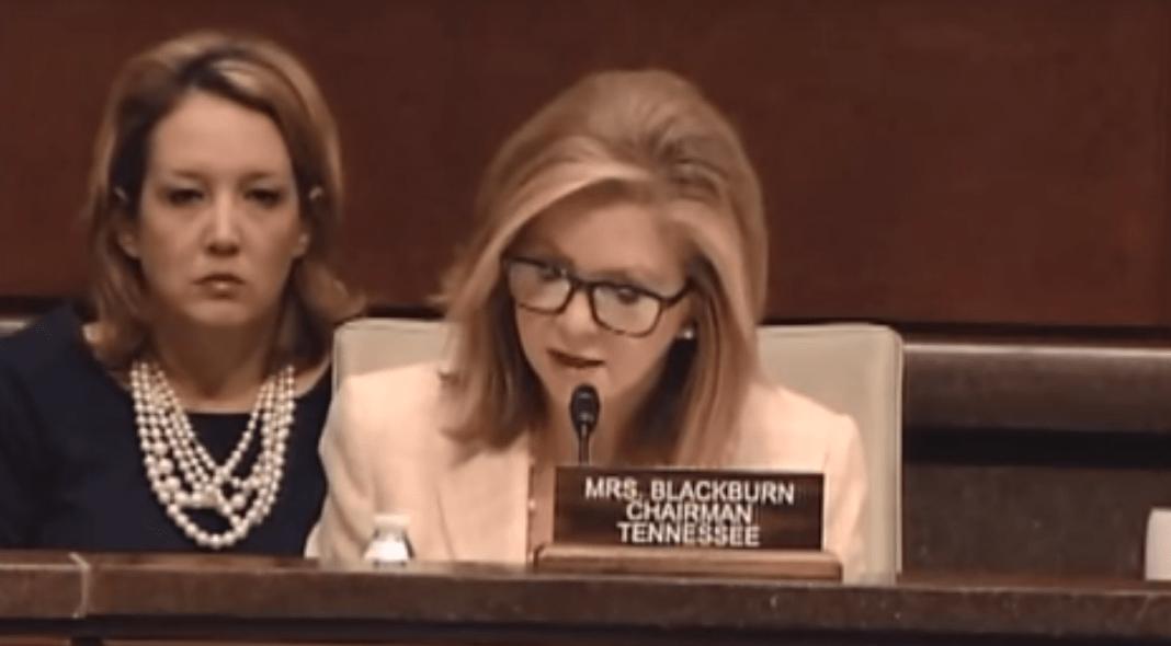 Un informe emitido por el comité del Congreso de EE UU demuestra que Planned Parenthood saca beneficios vendiendo partes de bebés a universidades y empresas. FOTO: La congresista Marsha Blackburn durante su intervención en el Congreso / Youtube