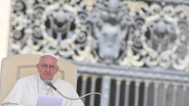 El Papa Francisco, en la audiencia general en la plaza de San Pedro en el Vaticano - EFE