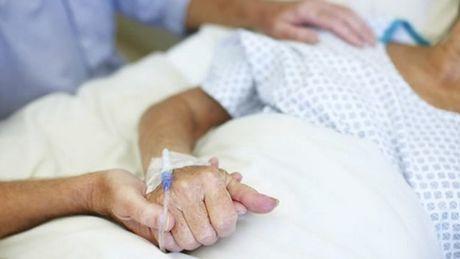 Los médicos están preparados para curar, pero no para los cuidados paliativos. Foto: Efe